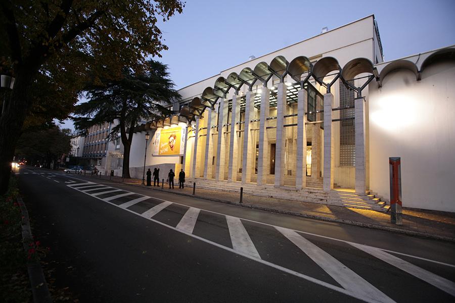 teatro due aperto per due sere - facciata 2007